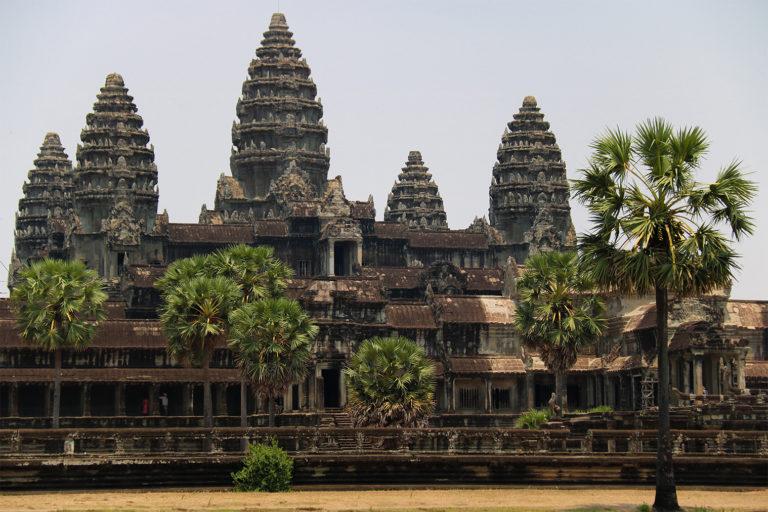 Pohľad na hlavný chrám Angkor Wat podľa ktorého je pomenovaná celá archeologická lokalita