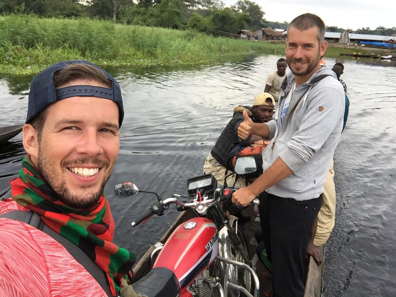 Na motorke na člne s Martinom v Kongu