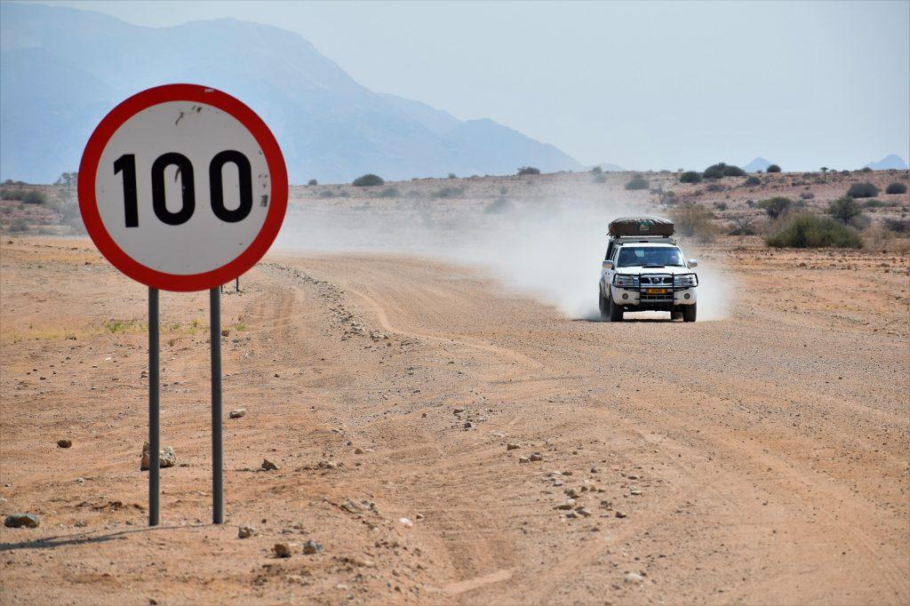 Bude cestovanie už len drahšie a prídu regulácie?