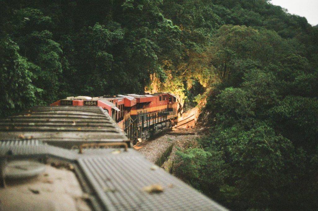 Cestovanie na nákladných vlakoch je nebezpečná droga
