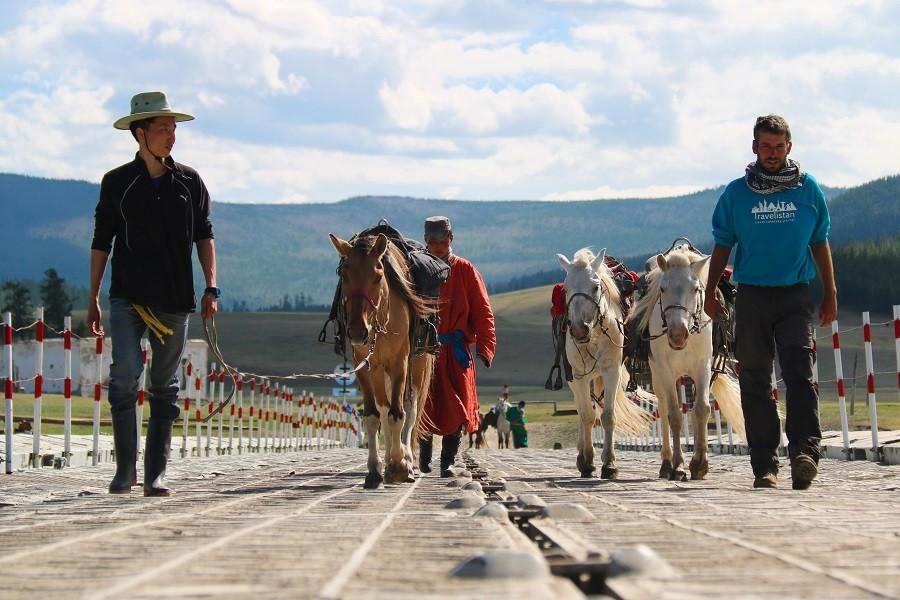 Mongolsko alebo 250 kilometrov na koňoch