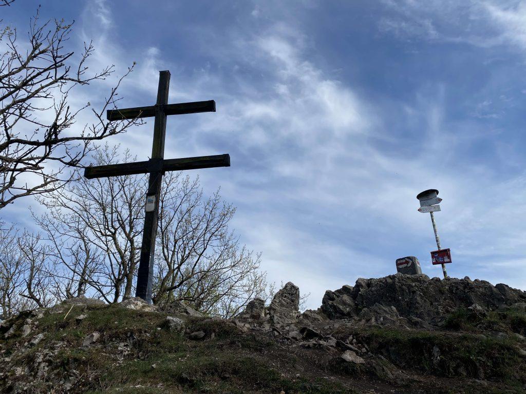 Vrchol Zárub, najvyššieho vrchu Trnavského kraja a Malých Karpát