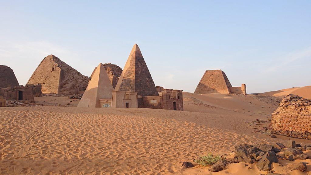V ríši pyramíd a dervišov