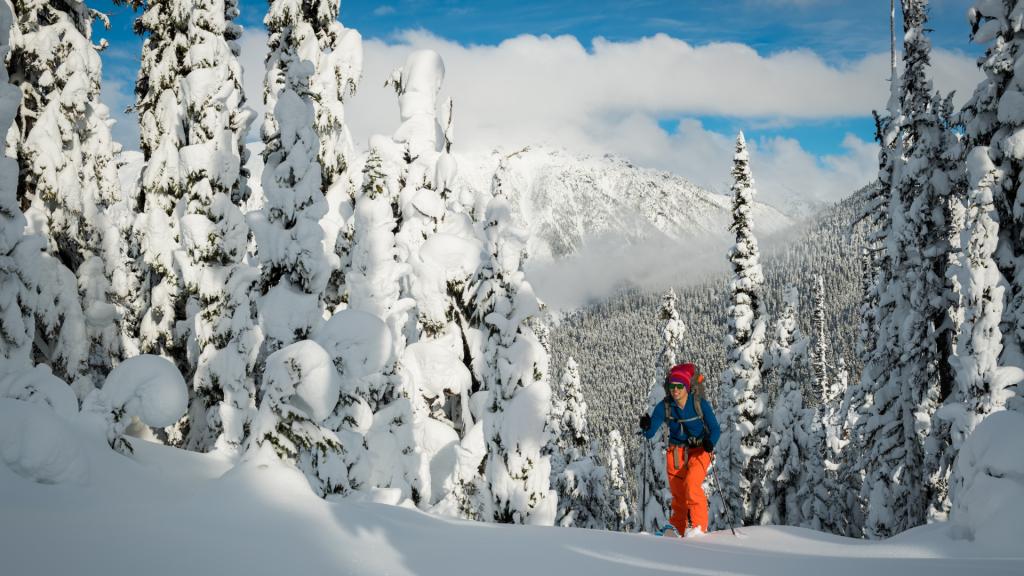 Skialpinizmus - ako začať? Dôležité je si uvedomiť, že väčšinu času strávite šlapaním do kopca. Tomu prispôsobte výbavu